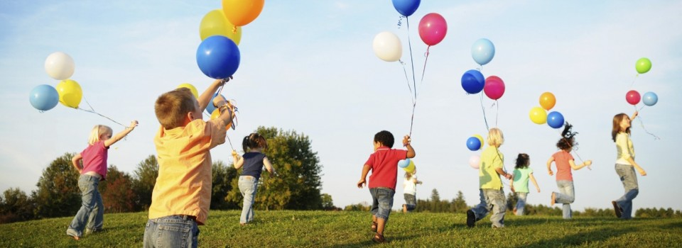 Children-playing-with-balloons-images[1]
